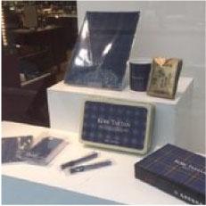 神戸ロフト1階ウィンドに神戸タータンを展示中